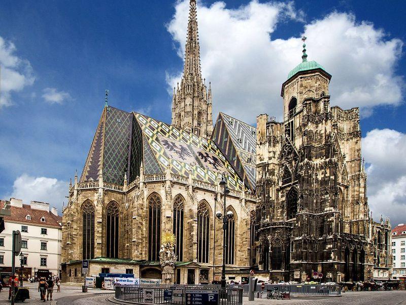 Побачимо серце імперії палац Хофбург і шедевр мистецтва бароко - палац  Бельведер. Поглянемо на плоди золотого часу модерністів 89a8e3de9a709