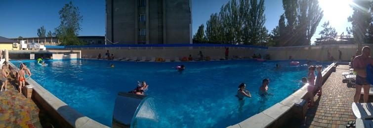 Також на території готелю є новий великий басейн з гідромасажем, великою  кількістю комфортних лежаків, великим баром, дитячою зоною та чистою  бірюзовою ... e68698347b5