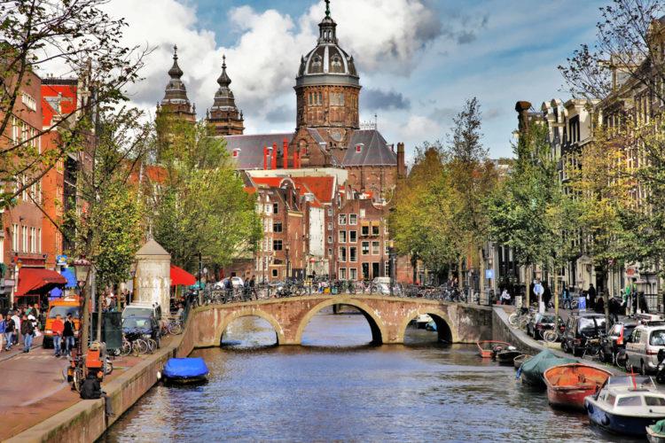 Амстердам і Париж: як спланувати ідеальний відпочинок