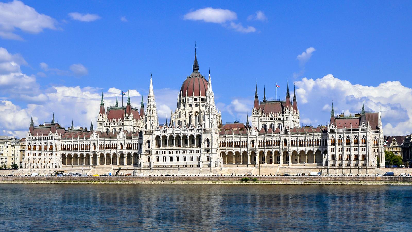 181207124250 hungarys parliament building   pixabay